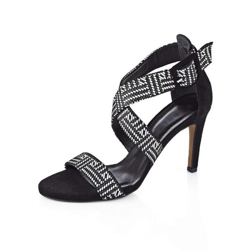 Čierno-biele sandálky Tamaris